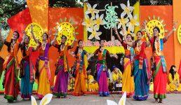 ঋতুরাজ বসন্ত ভালোবাসা দিবসে ঢাকা বিশ্ববিদ্যালয়ের চারুকলায় নৃত্য পরিবেশন করছেন নৃত্যশিল্পীরা